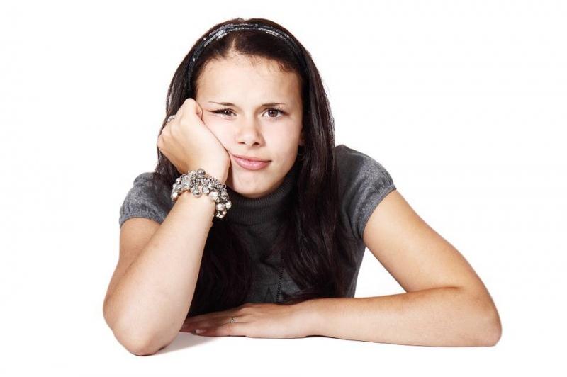 青年白发治疗价格多少钱才能治疗好少白头